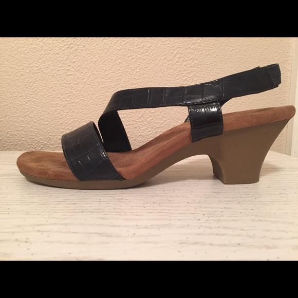 42a945dd78b AEROSOLES Shoes - Low Heel Size 10 Navy Aerosols Sandals
